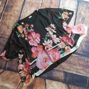Avenue 26/28 2 layer blouse with flowers